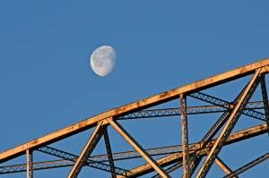 Moonset-Duluth-Lift-Bridge-13-4-_1819